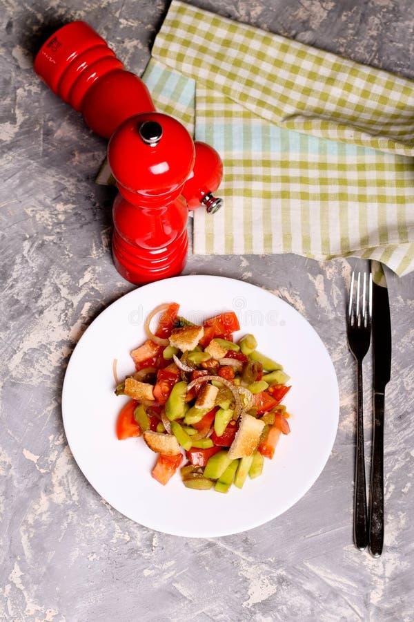 菜沙拉,在板材的天花板,健康饮食 免版税库存图片