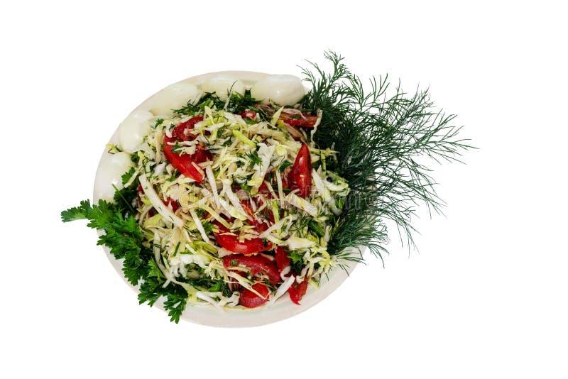 菜沙拉-蕃茄、圆白菜和绿色在灰色背景 ?lipping?? 库存照片