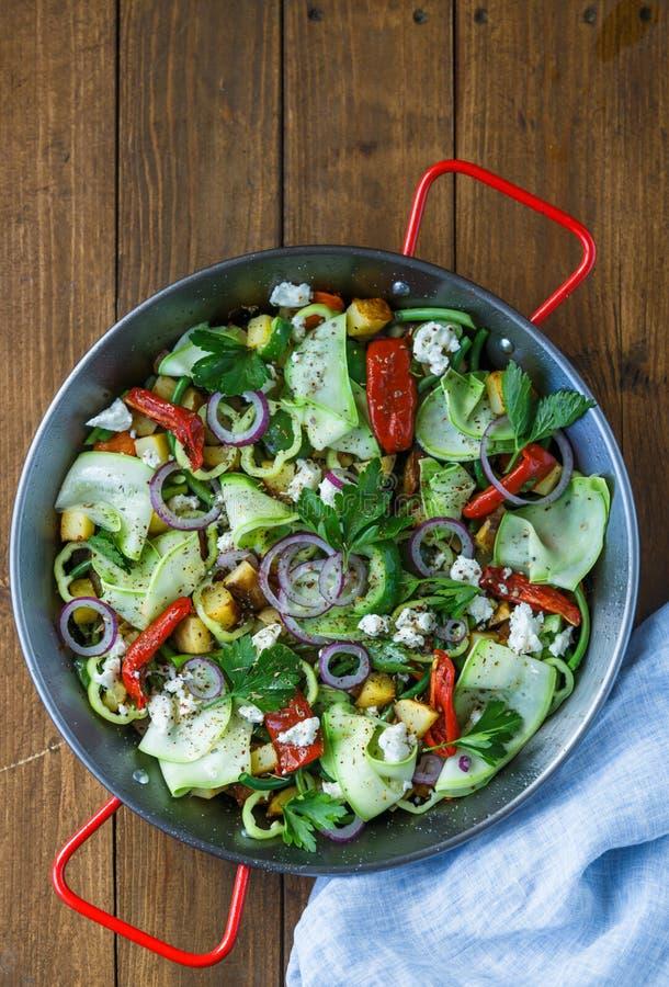 菜混乱油炸物 健康的食物 顶视图 免版税库存照片