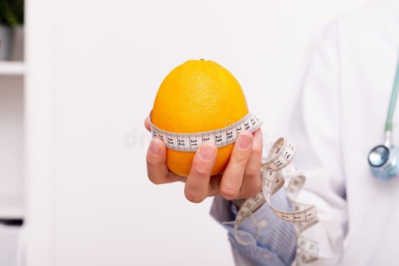 菜饮食营养和疗程概念 营养师  免版税库存照片