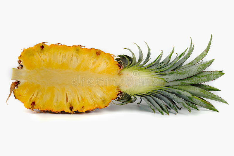 菠萝在被隔绝的白色背景切成了两半 图库摄影
