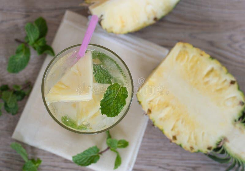 菠萝柠檬水苏打汽水 免版税库存图片