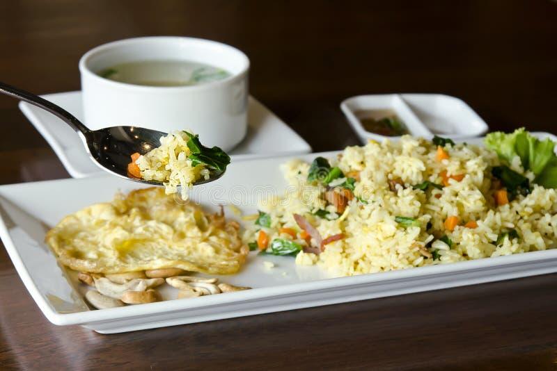 菠萝炒饭-传统泰国食物 图库摄影