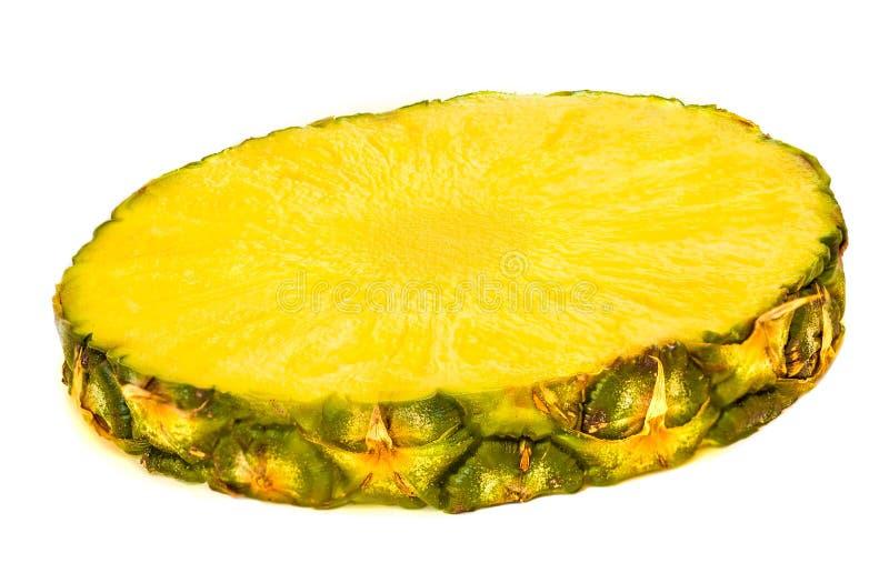 菠萝被切的圆环 在白色bac隔绝的菠萝大块 图库摄影