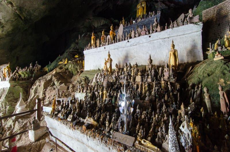 菩萨使印象深刻的老挝人他们注意的ou朴的样式陷下 库存图片