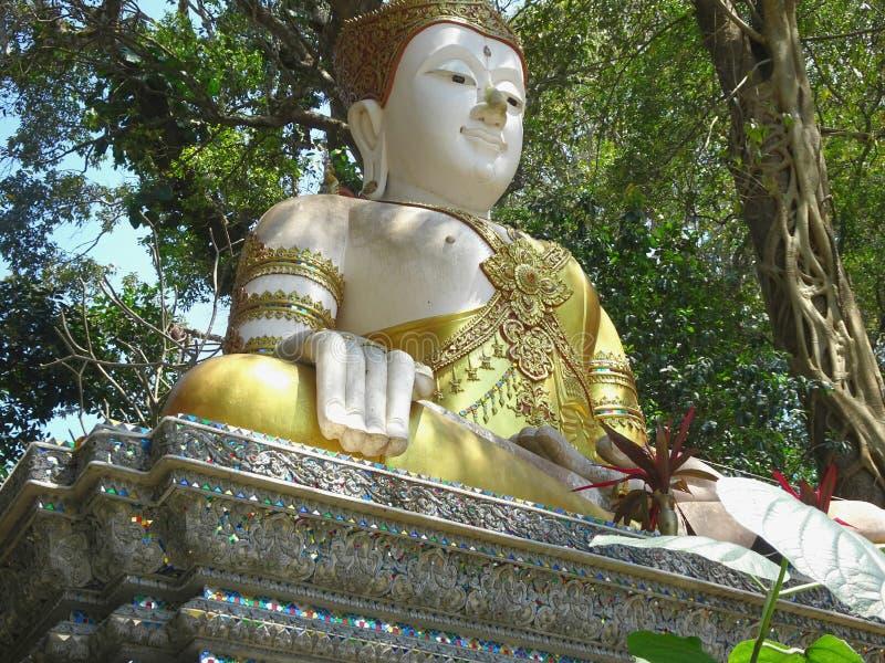菩萨在Wat Phra那土井素贴在清迈 免版税库存图片