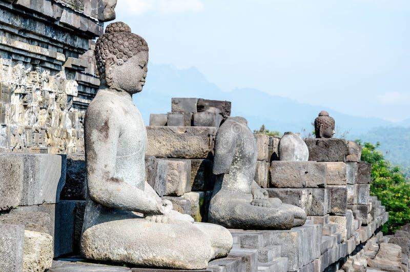 菩萨多个古老石雕塑安心的在博尔 免版税库存照片