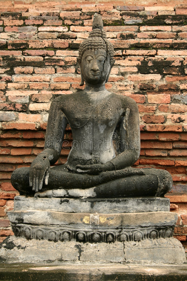菩萨崩裂了sukhothai泰国 免版税库存图片