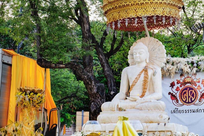 菩萨白色雕象在萨娜姆Luang,曼谷,泰国 图库摄影