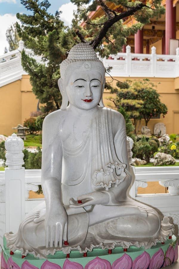 菩萨的启示他的赖佛教寺庙的, Californ 免版税库存图片