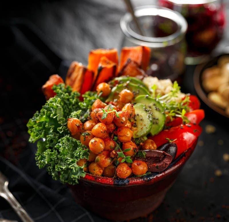 菩萨碗,健康饮食,黑背景,顶视图的概念 免版税图库摄影