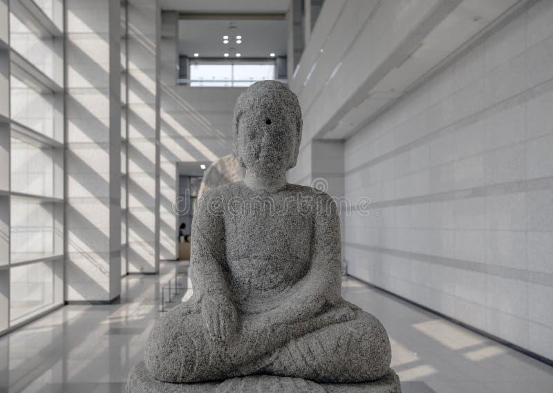 菩萨被风化的雕象在公州国家博物馆,公州,韩国 库存图片