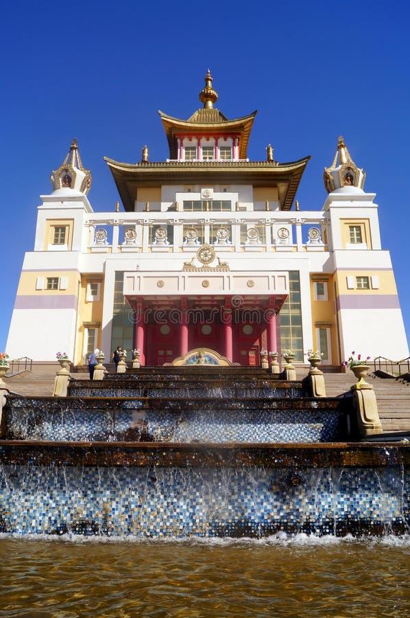 菩萨释伽牟尼佛教寺庙金黄住宅  埃利斯塔,共和国卡尔梅克共和国,俄罗斯 库存照片