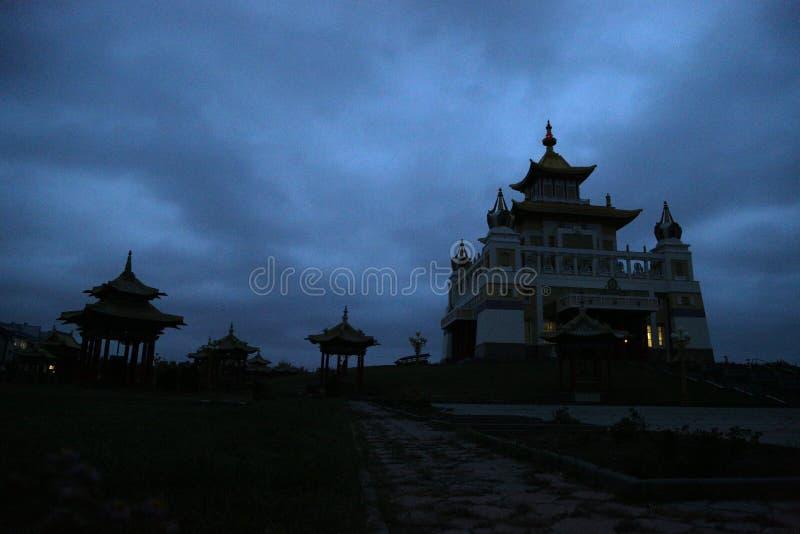 菩萨释伽牟尼佛教寺庙金黄住宅  免版税库存照片