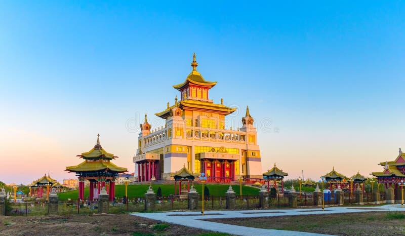 菩萨释伽牟尼在埃利斯塔,共和国佛教寺庙金黄住宅卡尔梅克共和国,俄罗斯 库存图片