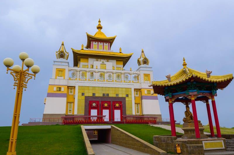 菩萨释伽牟尼在埃利斯塔,共和国佛教寺庙金黄住宅卡尔梅克共和国,俄罗斯 库存照片