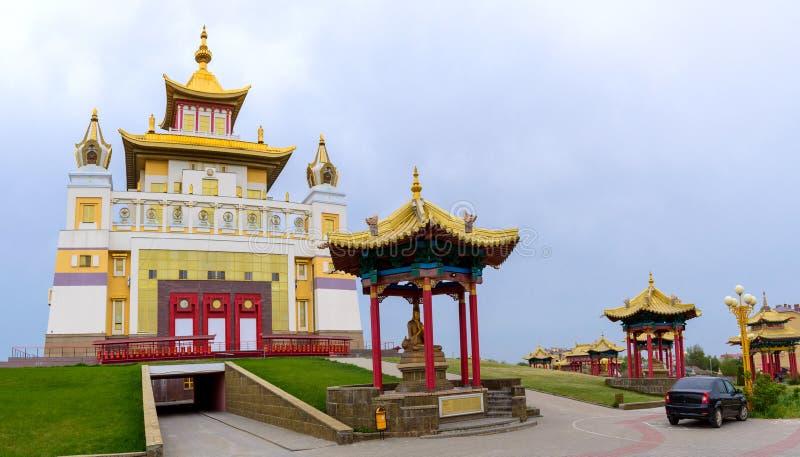 菩萨释伽牟尼在埃利斯塔,共和国佛教寺庙金黄住宅卡尔梅克共和国,俄罗斯 免版税库存图片