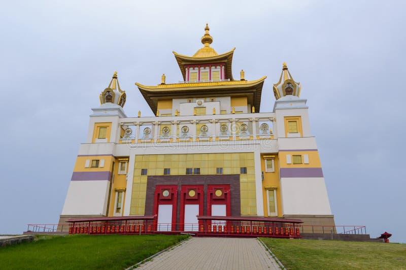 菩萨释伽牟尼在埃利斯塔,共和国佛教寺庙金黄住宅卡尔梅克共和国,俄罗斯 图库摄影