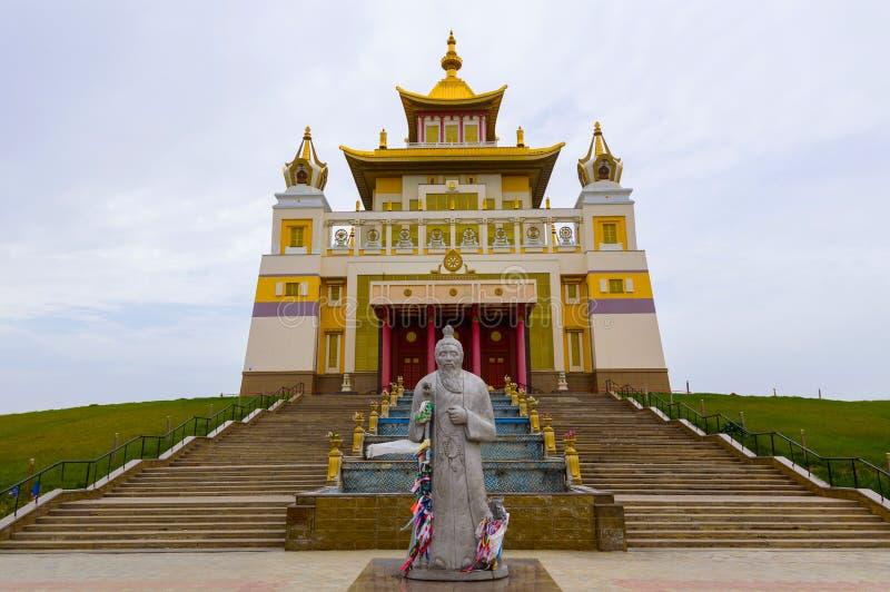 菩萨释伽牟尼在埃利斯塔,共和国佛教寺庙金黄住宅卡尔梅克共和国