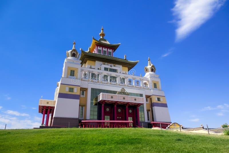 菩萨释伽牟尼,佛教寺庙金黄住宅在埃利斯塔 免版税库存照片
