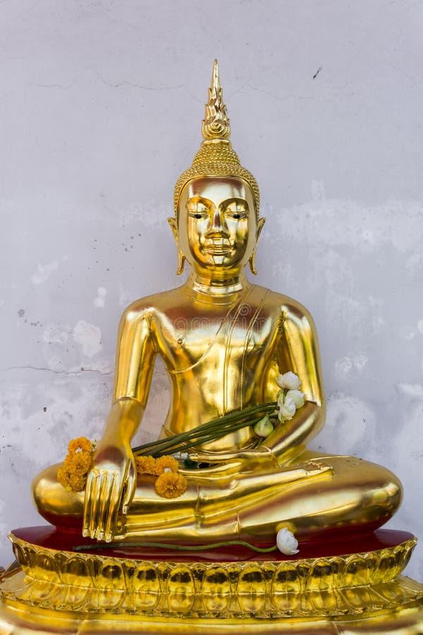 菩萨金黄雕象泰国寺庙的在曼谷,泰国,他们是佛教公共领域或珍宝 照片