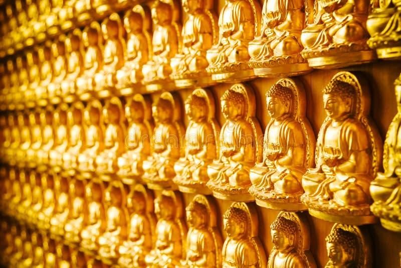菩萨雕象中国寺庙墙壁的 免版税库存照片