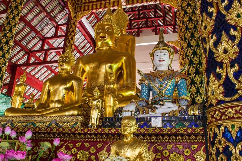 菩萨雕象在Wat Suandok 免版税图库摄影