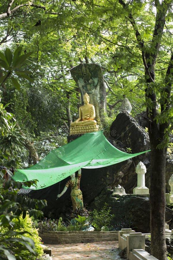 菩萨雕象的恢复在琅勃拉邦在老挝 免版税库存图片