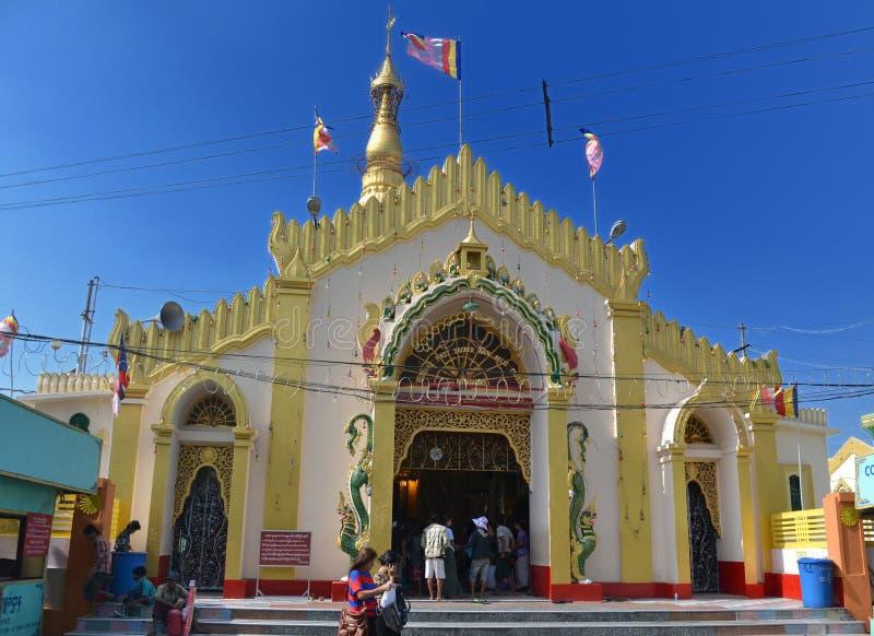 菩萨` s第一神圣的遗物塔或Botataung塔 免版税库存图片