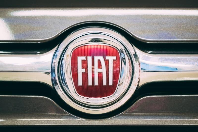 菲亚特商标略写法的关闭是的意大利控股公司 库存图片