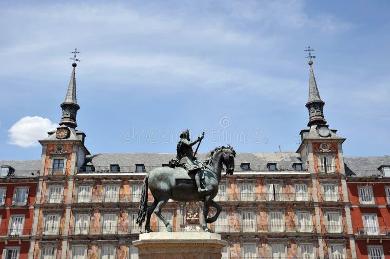 菲利普国王骑马雕象III在广场市长在马德里 免版税图库摄影