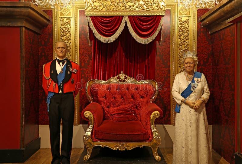 菲利普王子和英女王伊丽莎白二世在女士tussauds的蜡雕象在香港 免版税库存照片