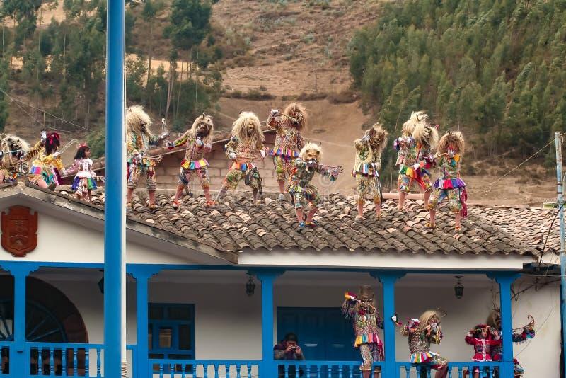 菲尔根del卡门Paucartambo的宗教节日的典型的恶魔屋顶舞蹈家  免版税库存照片