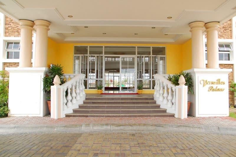 菲律宾拉斯皮纳斯阿尔曼萨多斯凡尔赛宫入口的门面 免版税库存照片