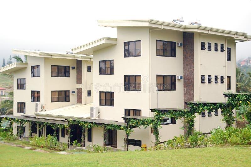 菲律宾甲米地大雅台社区转型中心CCT宿舍正面 库存图片