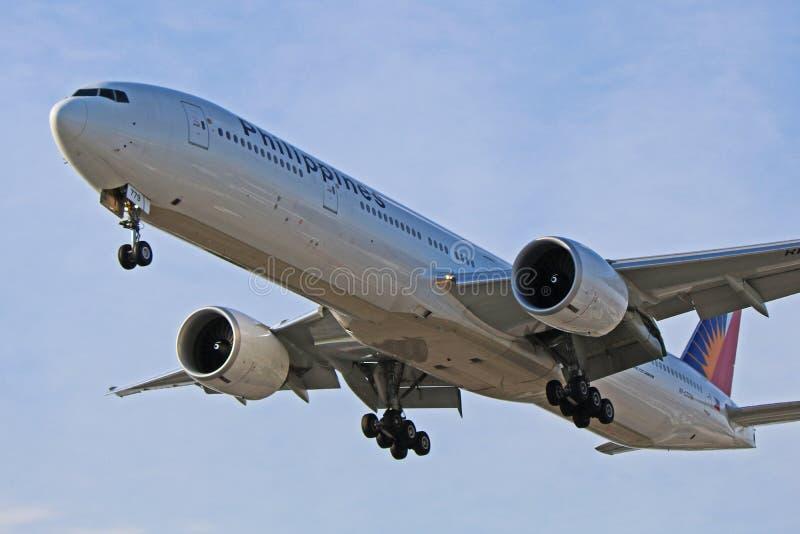 菲律宾航空在最后渐近的波音777-300ER 库存图片