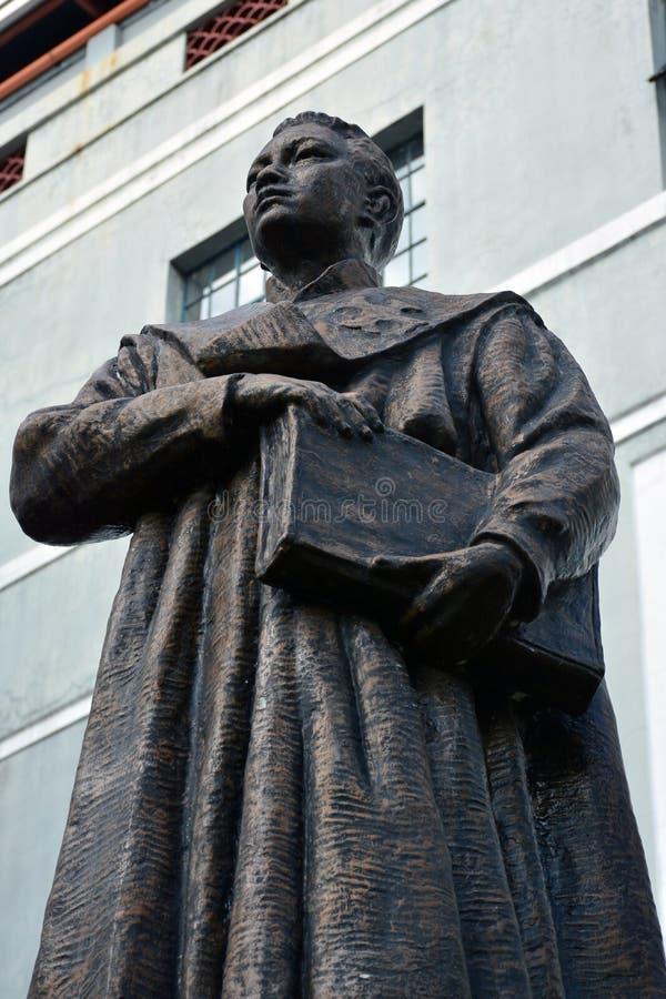 菲律宾马尼拉的Colegio de San Juan Letran Vicente dela Paz塑像 库存照片