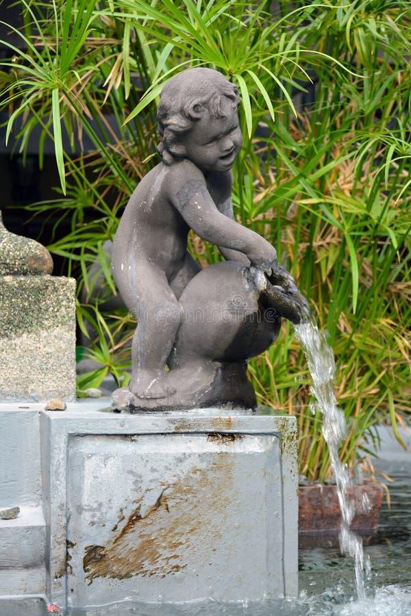 菲律宾马尼拉Colegio de San Juan Letran喷泉雕像 库存图片