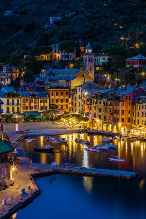 菲诺港画象在夜之前在一秋天天 免版税库存图片
