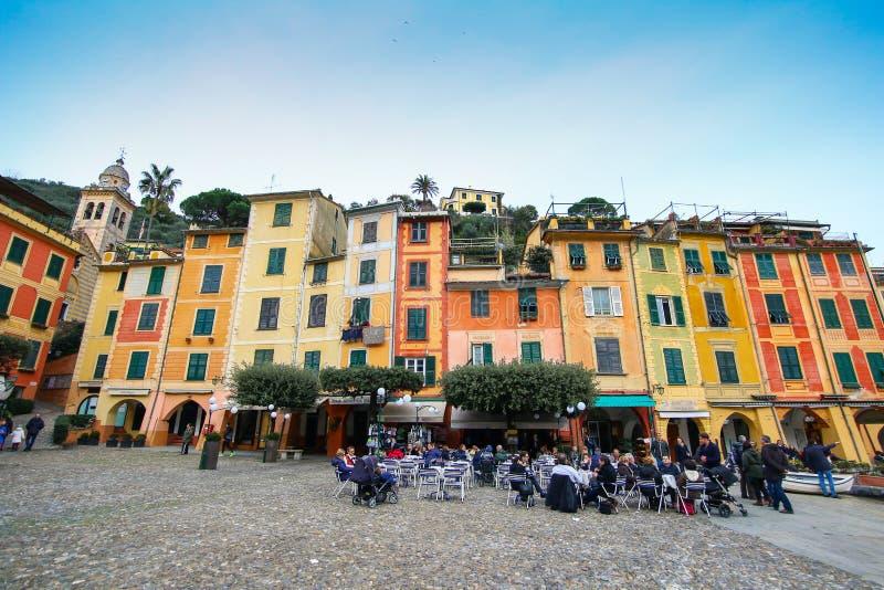 菲诺港Piazzetta广场的五颜六色的房子  库存照片