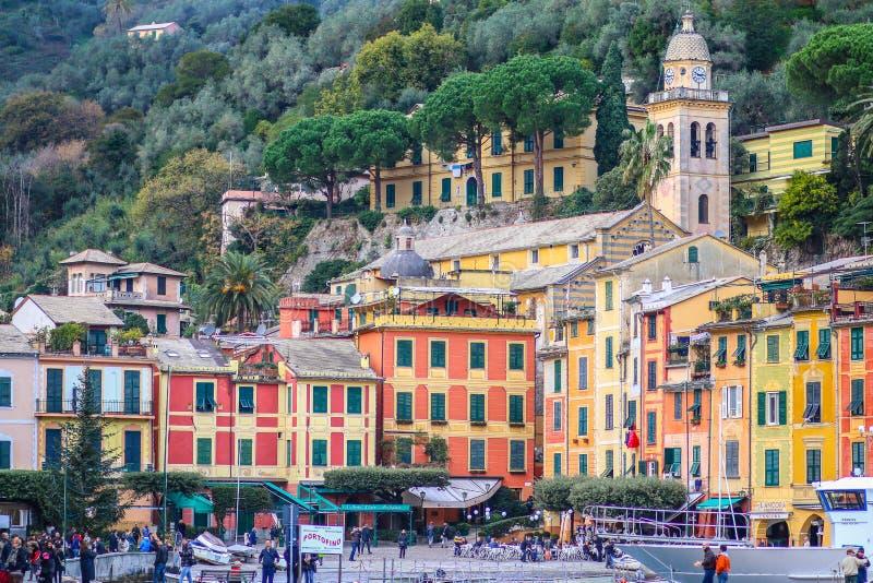 菲诺港Piazzetta广场的五颜六色的房子  库存图片