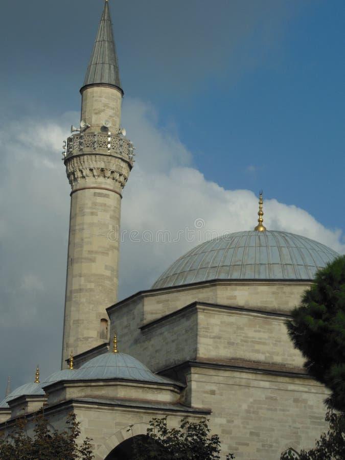 菲鲁兹Aga清真寺侧视图在伊斯坦布尔 免版税库存图片