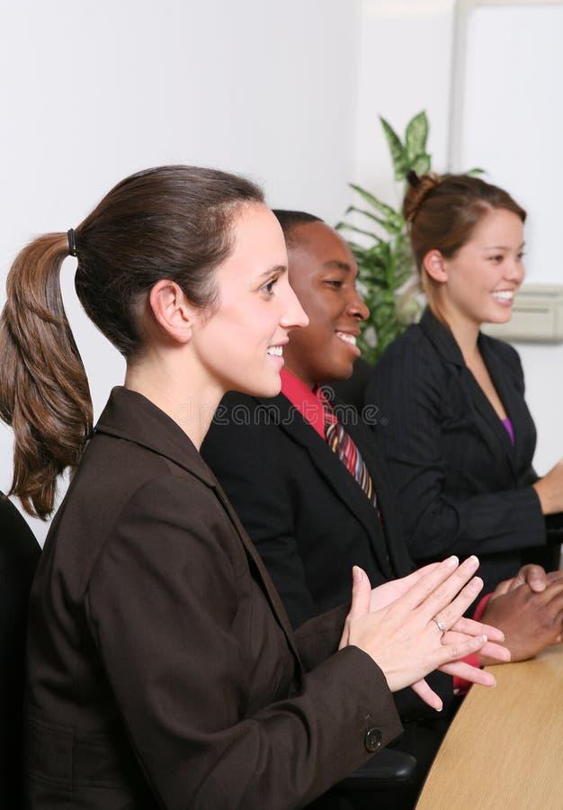 Download 营业所小组 库存图片. 图片 包括有 有吸引力的, 破擦声, 总公司, 执行委员, 愉快, 女实业家, 拍手 - 3659559