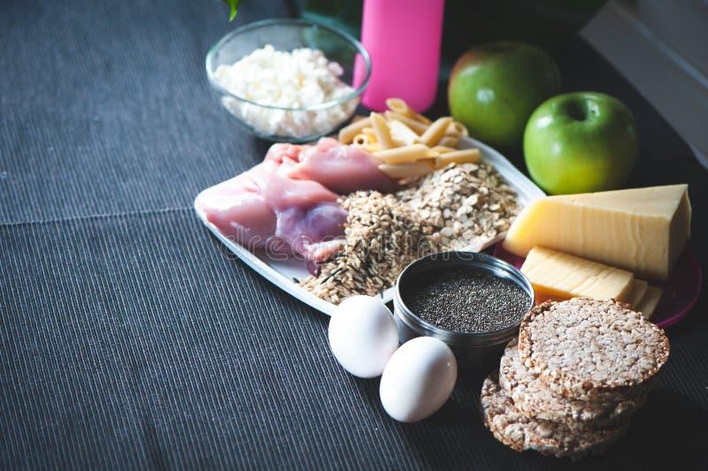 营养和体育题材  棒谷物节食健身 免版税库存照片