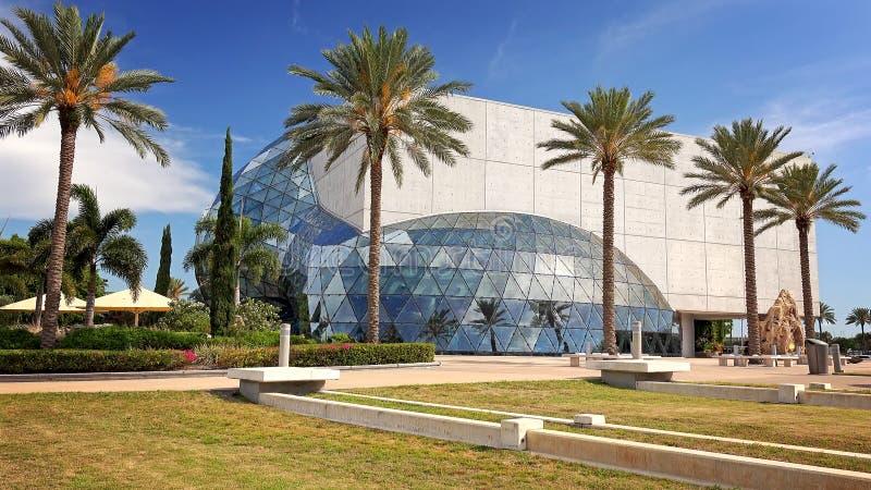 萨尔瓦多・达利博物馆外部在圣彼德堡,佛罗里达 免版税库存照片