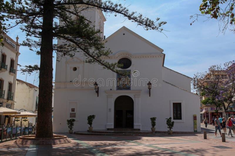 萨尔瓦多的教会Plaza的Balcon de Europa,内尔哈,西班牙 免版税库存照片