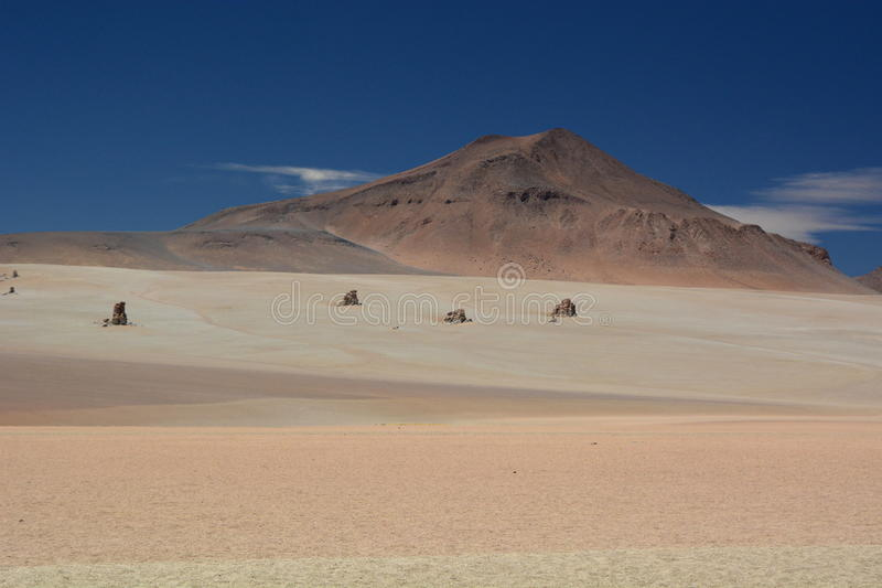 萨尔瓦多DalÃ沙漠 安地斯山的avaroa eduardo动物区系国家储备 流星锤 免版税图库摄影