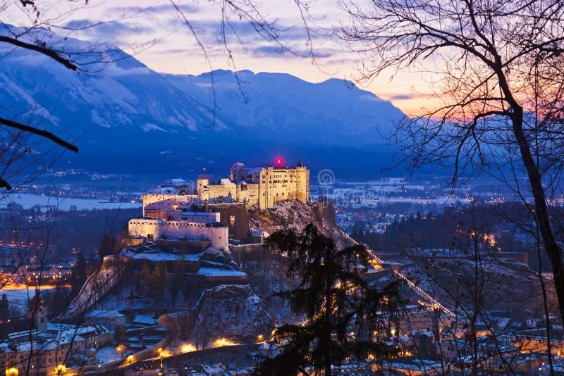 萨尔茨堡和城堡在日落-奥地利的Hohensalzburg 免版税图库摄影