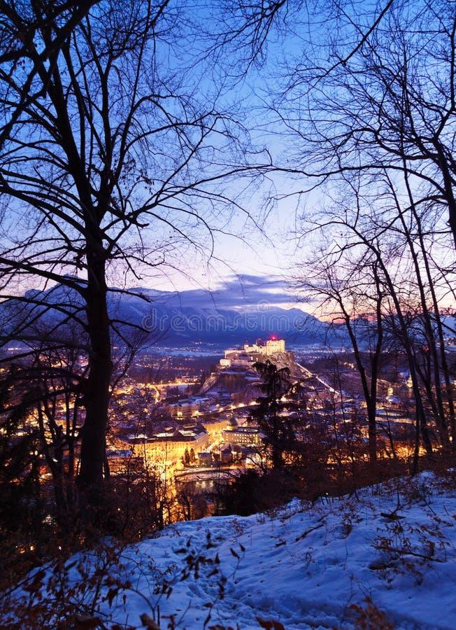 萨尔茨堡和城堡在日落-奥地利的Hohensalzburg 库存照片