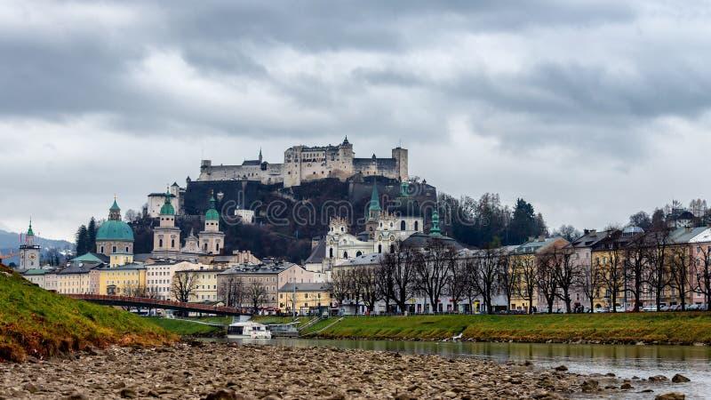 萨尔茨堡地平线美丽的景色在12月 免版税图库摄影